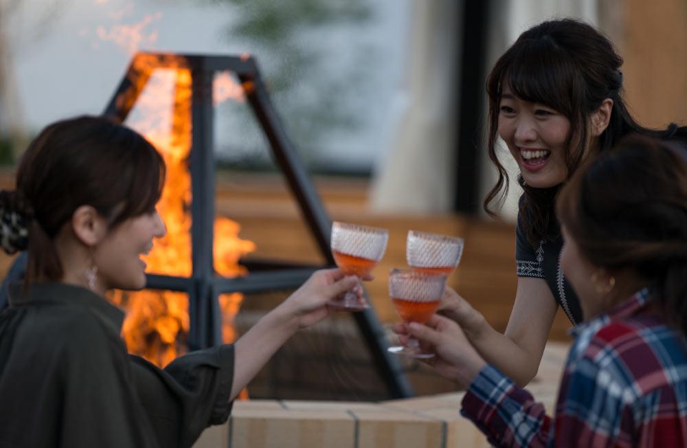 GRAX HANARE グランピング・ヴァケーション・ヴィラ 乾杯 女子会 焚き火 ワイン